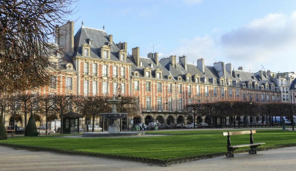 Paris la place des vosges malle ethnik kongossamalle - Comptoir des cotonniers place des vosges ...